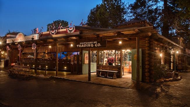 Westward Ho Trading Company, ubicada en Frontierland en Disneyland Park, en Disneyland Resort