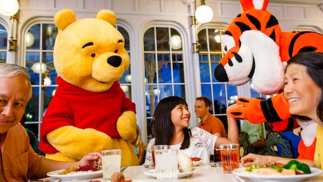 Pooh and Tigger pay a visit to a dinner table with 3 Guests