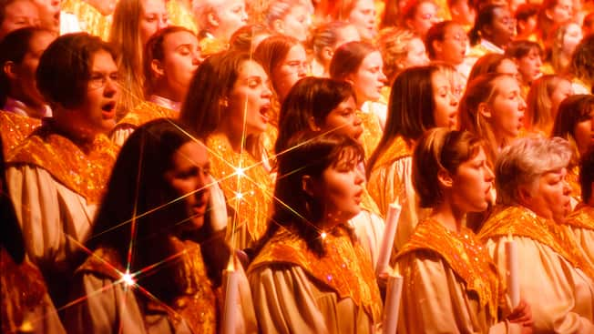 https://cdn1.parksmedia.wdprapps.disney.com/resize/mwImage/1/630/354/75/dam/wdpro-assets/parks-and-tickets/special-events/candlelight-processional/candlelight-processional-00.jpg?1573593077910