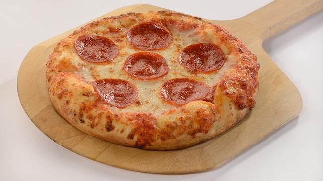Uma pizza de pepperoni individual
