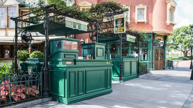 A greenery-covered beer kiosk outside Rose & Crown Pub & Dining Room in the United Kingdom Pavilion