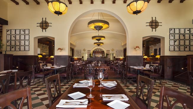 The Hollywood Brown Derby dining room at Disney's Hollywood Studios