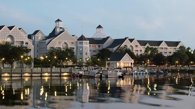 ディズニー・ヨットクラブ・リゾートとディズニー・ビーチクラブ・リゾートのシップ・シェイプ・マッサージ・サロン・フィットネス