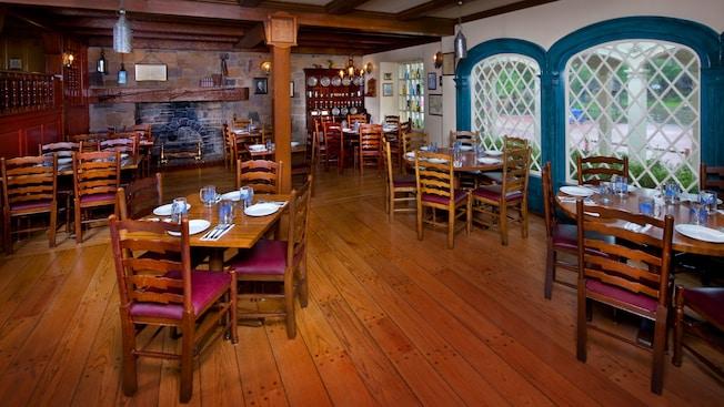 Liberty Tree Tavern | Walt Disney World Resort