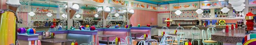 Vista interior de un comedor con asientos en Disney's Beach Club Resort