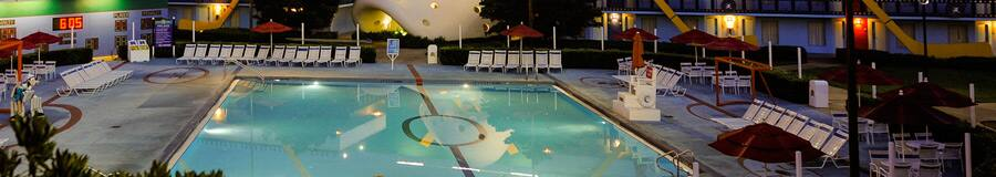 Piscina Duck Pond, con forma de cancha de hockey e inspirada en The Mighty Ducks