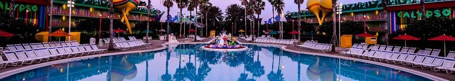 Calypso Pool - piscina em formato de violão