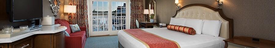 2 camas queen size enfrentadas a un armario con televisor