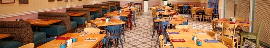 Dentro da área de refeições no Olivia's Café