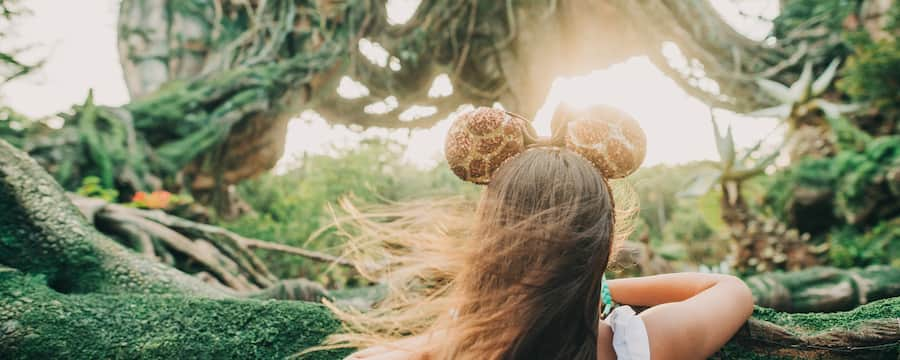 A young woman gazing toward the floating mountains in Pandora – The World of Avatar