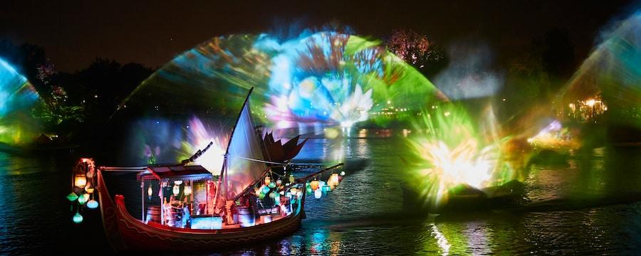 El espectáculo Rivers of Light, con un barco mercante con decoración asiática y faroles