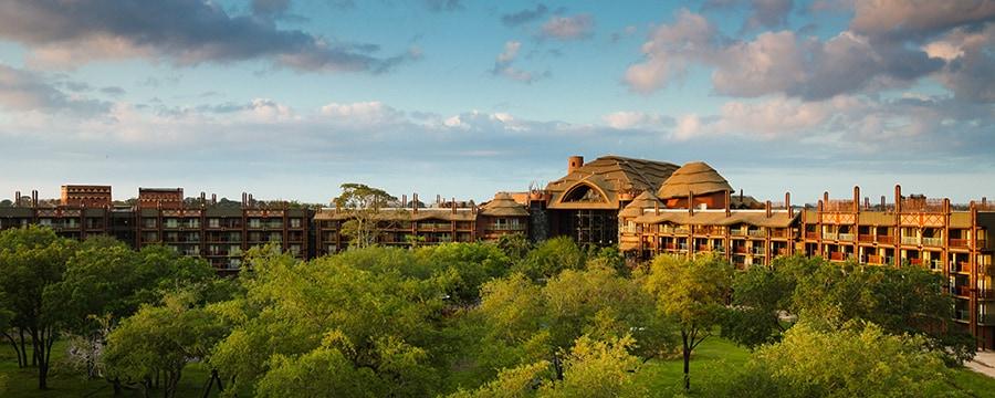Disney's Animal Kingdom Lodge con temática africana y la sabana circundante