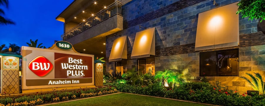 Night-time view of the Best Western Plus Anaheim Inn