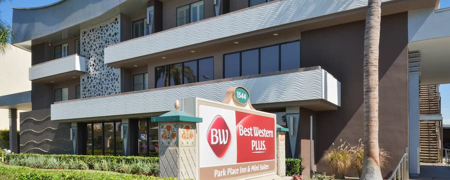 Outside view of the Best Western Plus Park Place Inn & Mini Suites