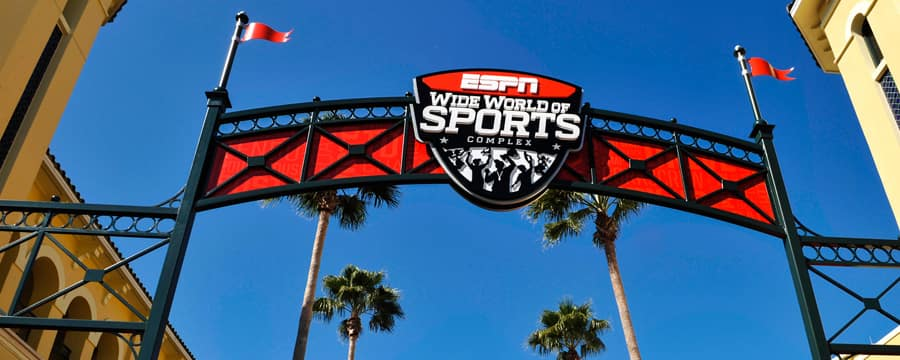 "Vista da placa da entrada em que se lê ""ESPN Wide World of Sports Complex"""