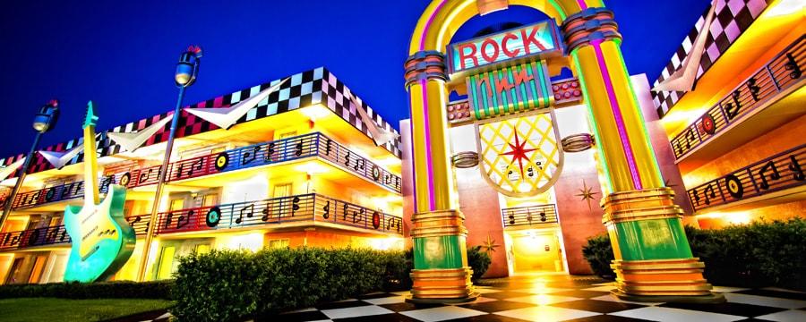 Una fonola gigante, uno de los íconos temáticos de Disney's All-Star Music Resort
