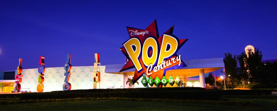 Le panneau multicolore à l'entrée du Disney's Pop Century Resort