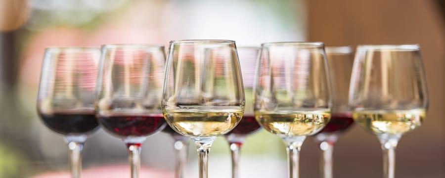 8 taças de vinho