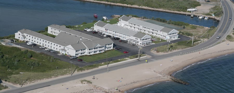 InnSeason Resorts Surfside, nestled between the Atlantic Ocean and the Great Pond in Cape Cod