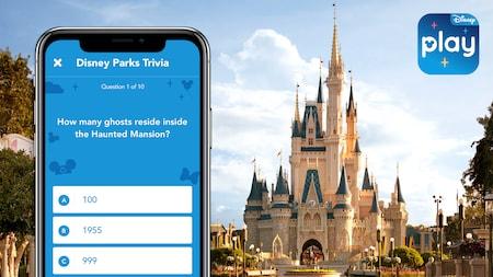 """Cinderella Castle, o logotipo do aplicativo móvel Play Disney Parks e a tela de um smartphone com texto onde se lê """"Jogo de perguntas e respostas dos Parques Disney"""" e """"Quantos fantasmas residem na Haunted Mansion?"""" em inglês."""